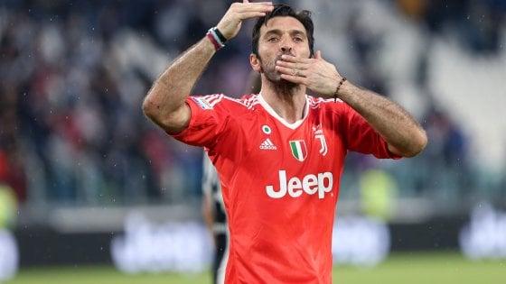"""Buffon: """"6111 giorni di passione, non smetterò mai di amare la Juve"""""""