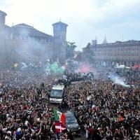 Juventus campione, la sfilata al centro di Torino sul pullman scoperto