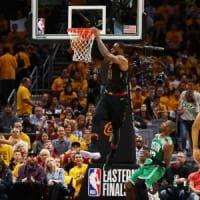 Basket Nba, finale Est: Cleveland domina gara 3, Boston affonda