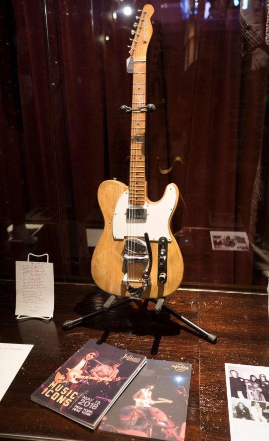 Bob Dylan, venduta all'asta chitarra del '65 per 495mila dollari