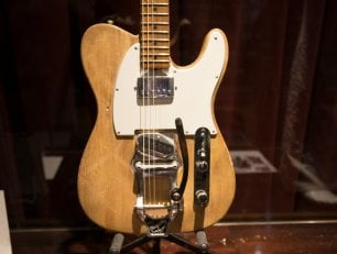 Venduta all'asta chitarra di Bob Dylan del '65 per 495mila dollari