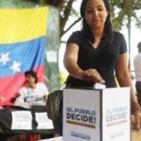 Venezuela, le ragioni dell' esodo da un Paese ricco con il popolo in coda