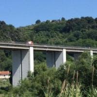 Francavilla al Mare, uomo lancia la figlia dal viadotto della A14