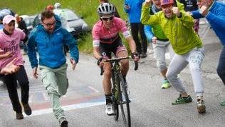A Sappada tris di Yates: stacca tutti e blinda la maglia rosa