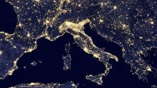 Luce pubblica, bolletta salata: l'Italia spreca 400 milioni
