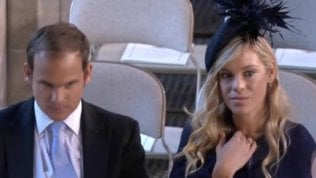 Chelsy, l'ex di Harry alle nozze:il suo sguardo scatena i social
