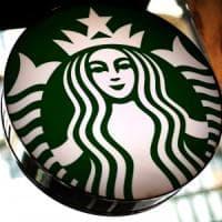 Starbucks cambia politica: accesso a tavoli e bagni anche senza consumare