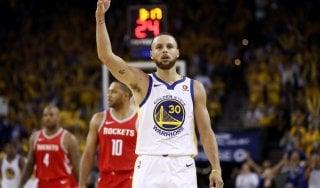 Basket Nba, finale Ovest: Curry strapazza Houston, Golden State avanti 2-1