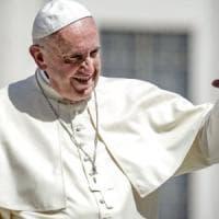 """Papa Francesco a un omosessuale: """"Dio ti ha creato così e ti ama come sei"""""""