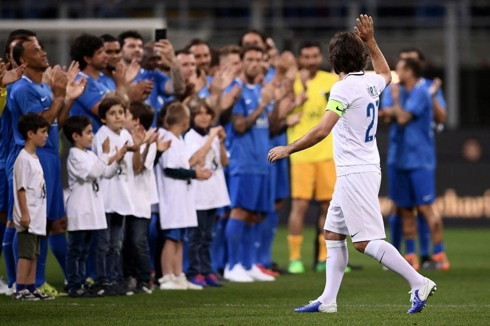 Campioni e San Siro a festa per la partita d'addio al calcio del 'Maestro' Andrea Pirlo