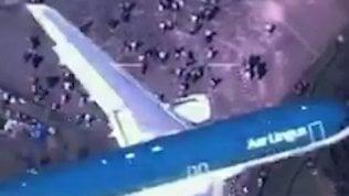 L'incursione dell'aereo di linea:in volo sopra la folla a Windsor