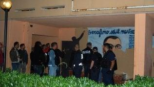 Roma, Tor Bella Monaca, nella notte cancellati i murales della criminalità