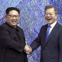 Coree, Moon vola da Trump per convincerlo a incontrare Kim Jong-un