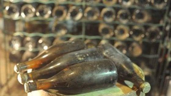 """Francia, all'asta il """"vino dei re"""": tre bottiglie tra le più antiche"""