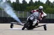 Addio cadute su due ruote: un getto di gas risolleva la moto