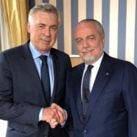 Napoli, Ancelotti-De Laurentiis: tra scherzi e strette di mano