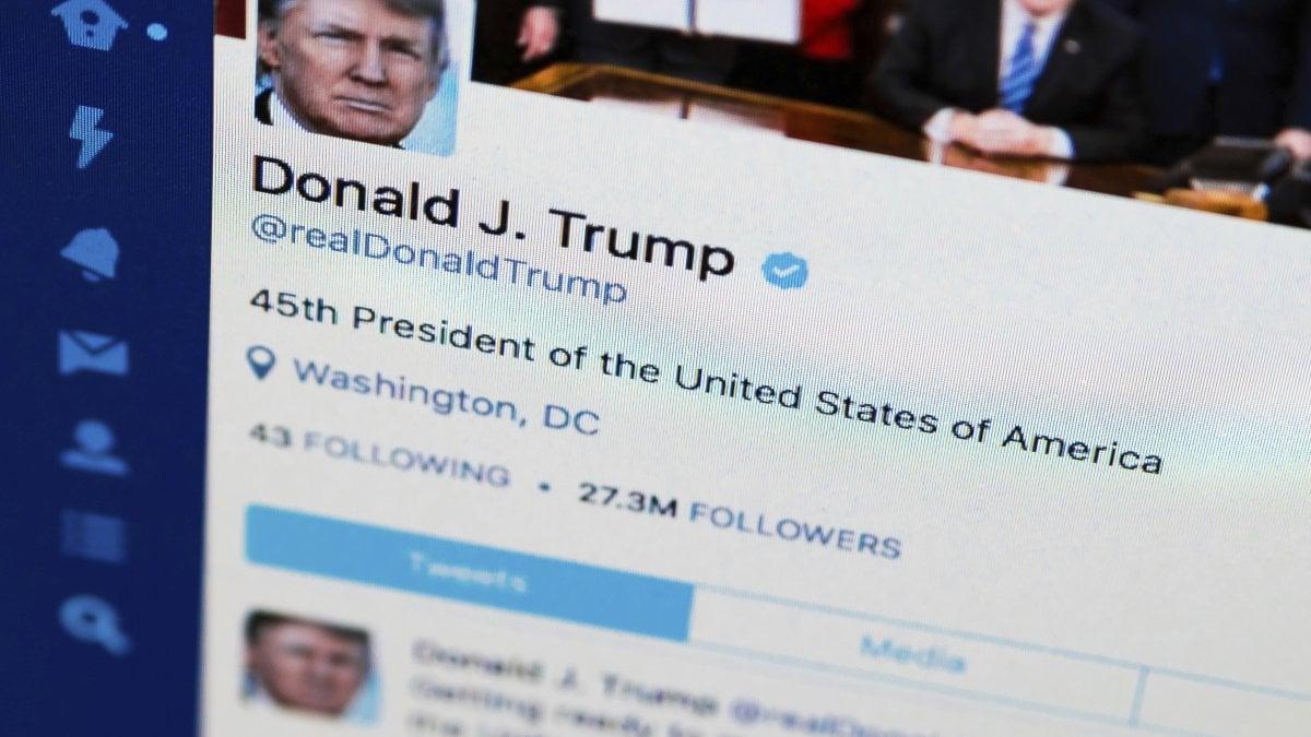 WASHINGTON - Quando blocca su Twitter chi lo critica, il