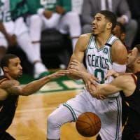 Basket Nba, finale Est: LeBron non basta a Cleveland, Tatum spinge Boston verso le Finals