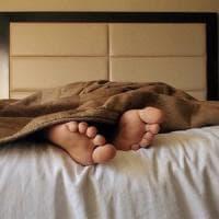 Poche ore di sonno nei giorni feriali? Si può recuperare nel weekend