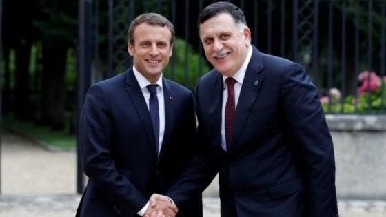 Libia, il piano Macron in 13 punti: dal percorso verso elezioni, all'unificazione di esercito e banche
