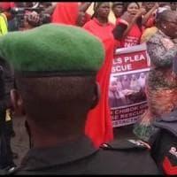 Cibo in cambio di sesso, il ricatto dei soldati nigeriani alle vittime di