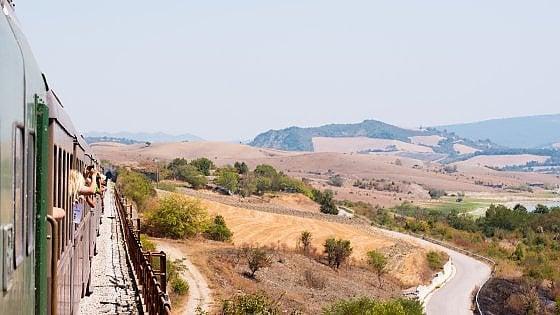 Scoprire l'Italia a bordo dei treni dimenticati: arriva la giornata delle ferrovie delle meraviglie