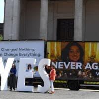 Irlanda alle urne sull'aborto, per il referendum corsa a tornare per il
