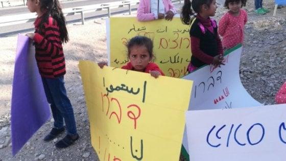"""Israele dice sì a demolizione della 'Scuola di gomme' della ong italiana. È in un villaggio beduino. Anp: """"Pulizia etnica"""""""