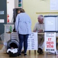 Irlanda, l'assalto al seggio degli espatriati: