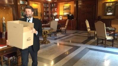 """Gentiloni lascia l'ufficio: """"Un onore"""" video"""