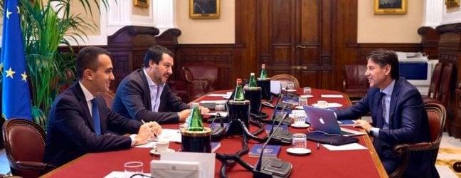 """Tempi lunghi: ministri non prima di domenica.Savona:""""Veti su di me"""". Salvini: decide Conte"""