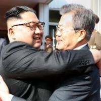"""Moon: """"Kim Jong-un pronto a denuclearizzazione completa"""". Riparte il dialogo con Usa, ma..."""