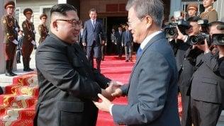 """Moon: """"Kim pronto a denuclearizzazione completa"""". Riparte il dialogo con gli Usa, ma restano nodi da sciogliere"""