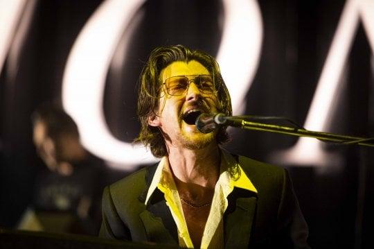 Ridi, Roma: gli Arctic Monkeys citano Mina e travolgono tutti nella prima data italiana