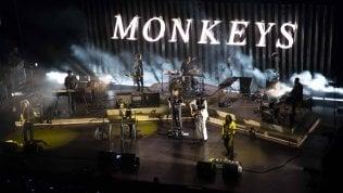 Ridi, Roma: gli Arctic Monkeys citano Mina e travolgono tutti