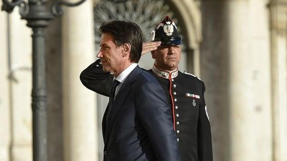 """Il premier incaricato rimette il mandato. Di Maio: """"Scelta Mattarella incomprensibile"""""""