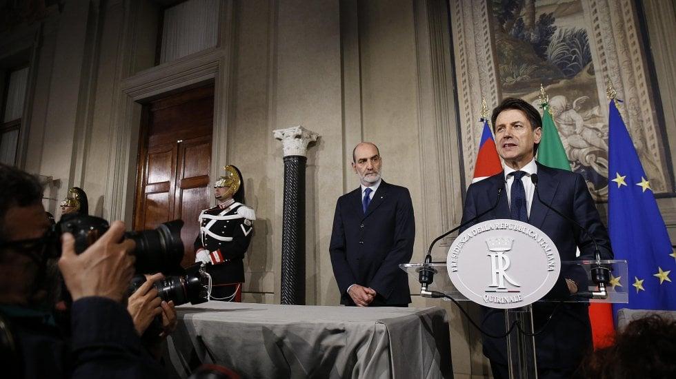 Conte rinuncia, Mattarella chiama Cottarelli.Scontro istituzionale senza precedenti