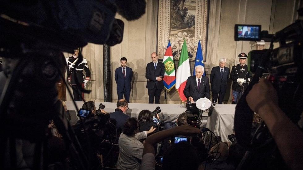 Conte rinuncia, Mattarella chiama Cottarelli.Scontro istituzionale senza precedenti video