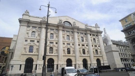 Caos politico in Italia, mercati in fibrillazione. Lo spread sale a 235 punti, Piazza Affari perde il 2%