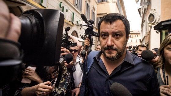 """Berlusconi: """"No alla fiducia e centrodestra unito al voto"""". Ma Salvini: """"Alleanza con Fi? Ci penserò"""""""