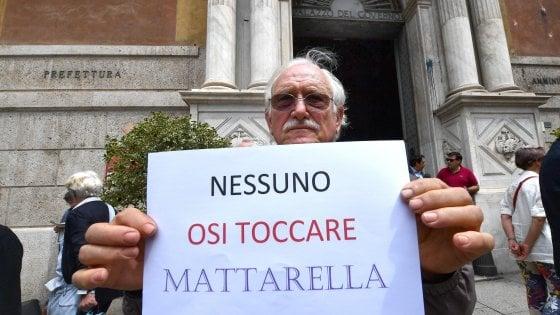 La solidarietà a Mattarella sotto assedio, tra attacchi di Lega e M5s e minacce di morte sui social