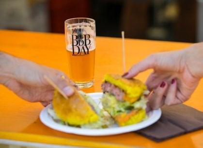 Musica, pane e una pioggia di birra (sperimentale): una festa che dura tre giorni