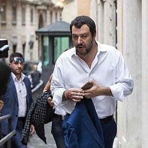 """Di Maio e Salvini: """"Lo spread? Chiedete a Mattarella"""". Oettinger: """"Mercati insegneranno a italiani come si vota"""""""