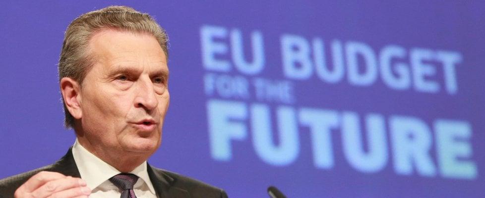 """""""Dai mercati un segnale agli elettori italiani"""". Bufera sul commissario Ue Oettinger che poi si scusa. Juncker: """"Commento sconsiderato"""""""