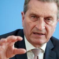 Il commissario Oettinger, una lunga storia di gaffe e legami inopportuni