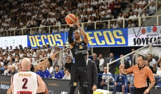 Basket, semifinali playoff: Sutton spinge Trento, Venezia si arrende