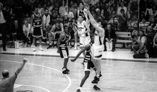 Basket, venti anni fa il tiro impossibile di Danilovic: e la Virtus beffò la Fortitudo