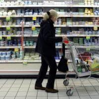Impennata dell'inflazione a maggio: alimentari e benzina spingono i prezzi