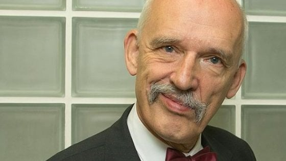 Insultò donne e immigrati. Corte europea annulla le sanzioni all'eurodeputato polacco Mikke