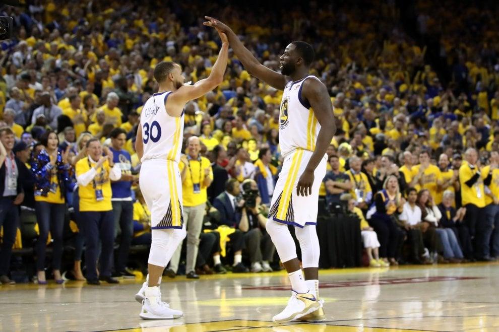 Finals Nba, gara-1 a Golden State nonostante i 51 punti di LeBron. Cleveland infuriata con l'arbitro